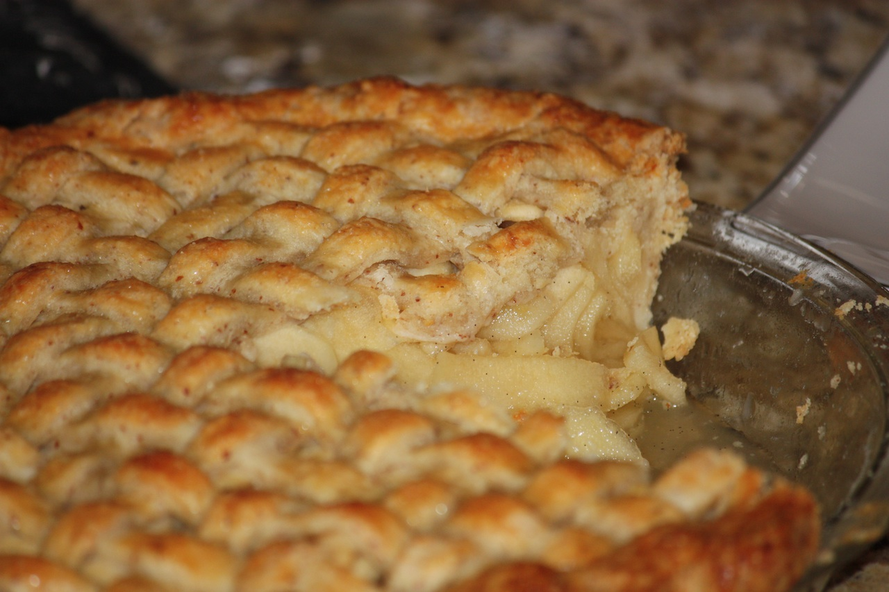 Honey-vanilla apple pie with almond pastry crust: dry, crumbly, not as ...